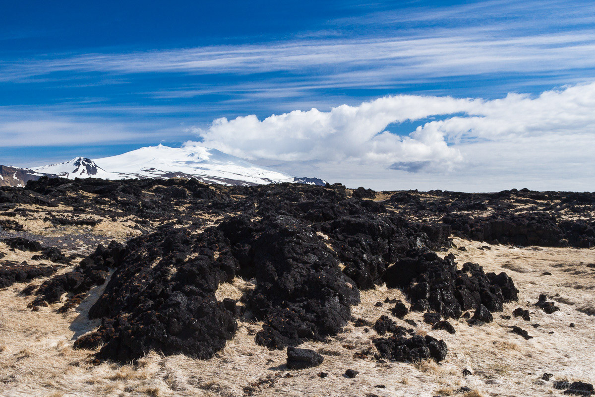 Blick über Lavafeld zum Snaefellsjökull