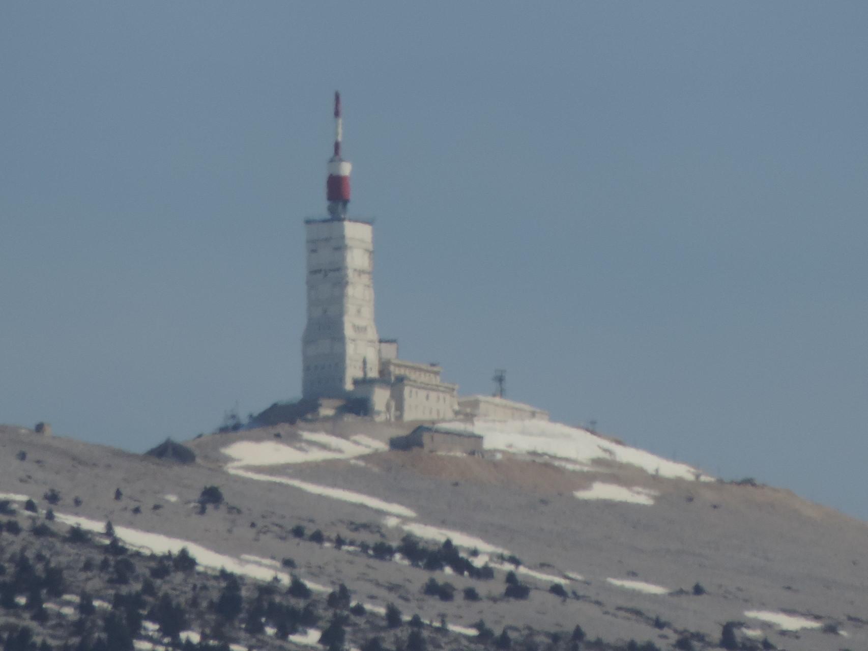 La tour au sommet du Géant de Provence