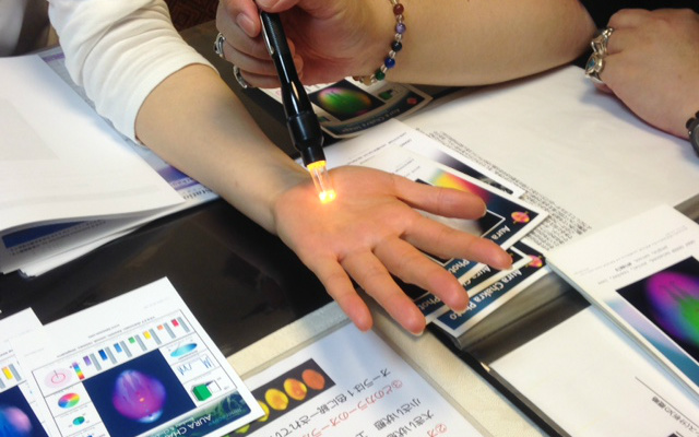 ライトセラピーで色光を入れてオーラ写真を確認する