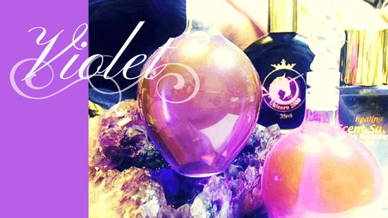 紫は「霊性」「思考」の意味を持つ、第7チャクラの色です