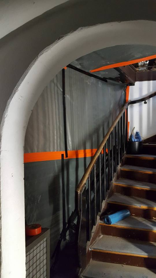 Abschottungsarbeiten im Treppenturm