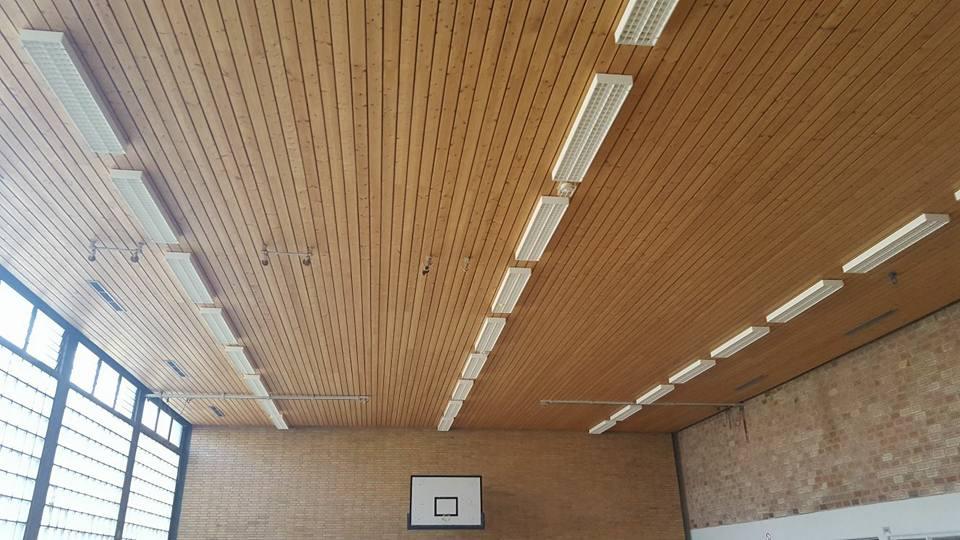 Demontage einer  300 m² Turnhallen Decke