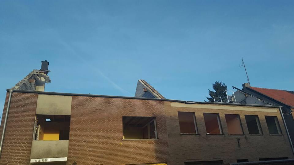 inkl. Dachstuhl und Giebel mittels Handbbruch