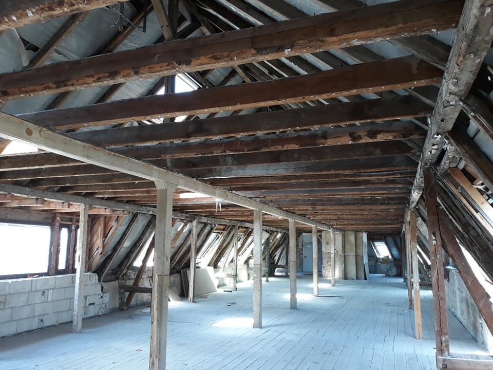 Kompletter Rückbau eines Dachgeschosses mit WC´s ,Küche,Sitzungsraum und 6 Büros