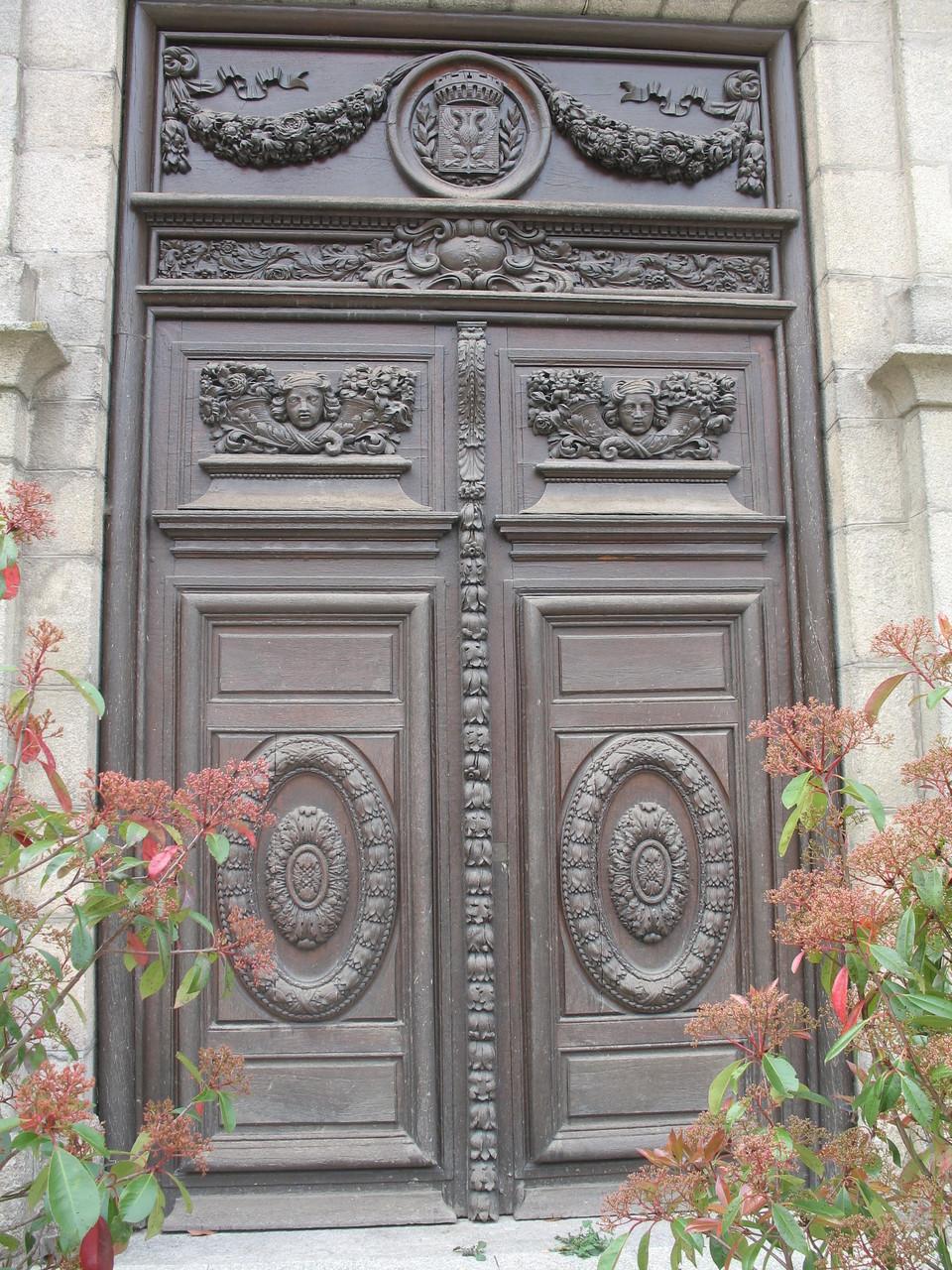 Porte de la chapelle des Jésuites (bibliothèque)