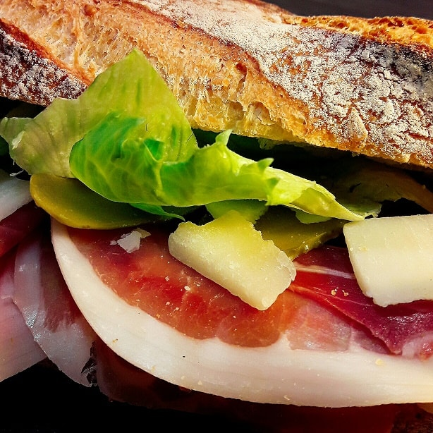 6 h : un sandwich pour le déjeuner