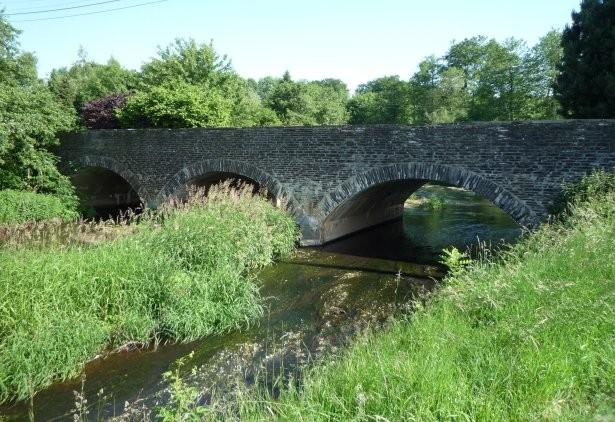 """Au centre du village """" le pont """""""