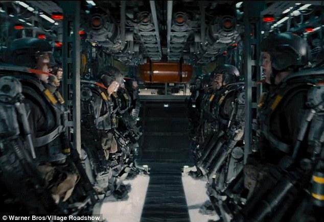 電影《The Edge of Tomorrow》截圖...這種場景,原來不是戰爭和科幻片的專利