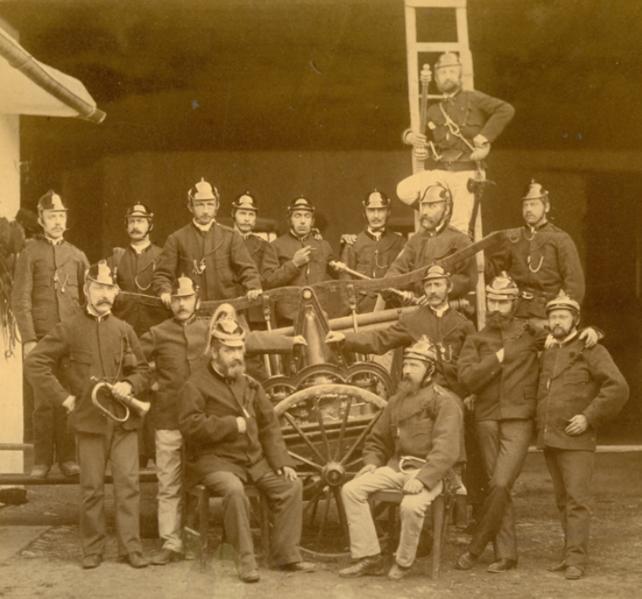 1883年一隊義工消防員的合照