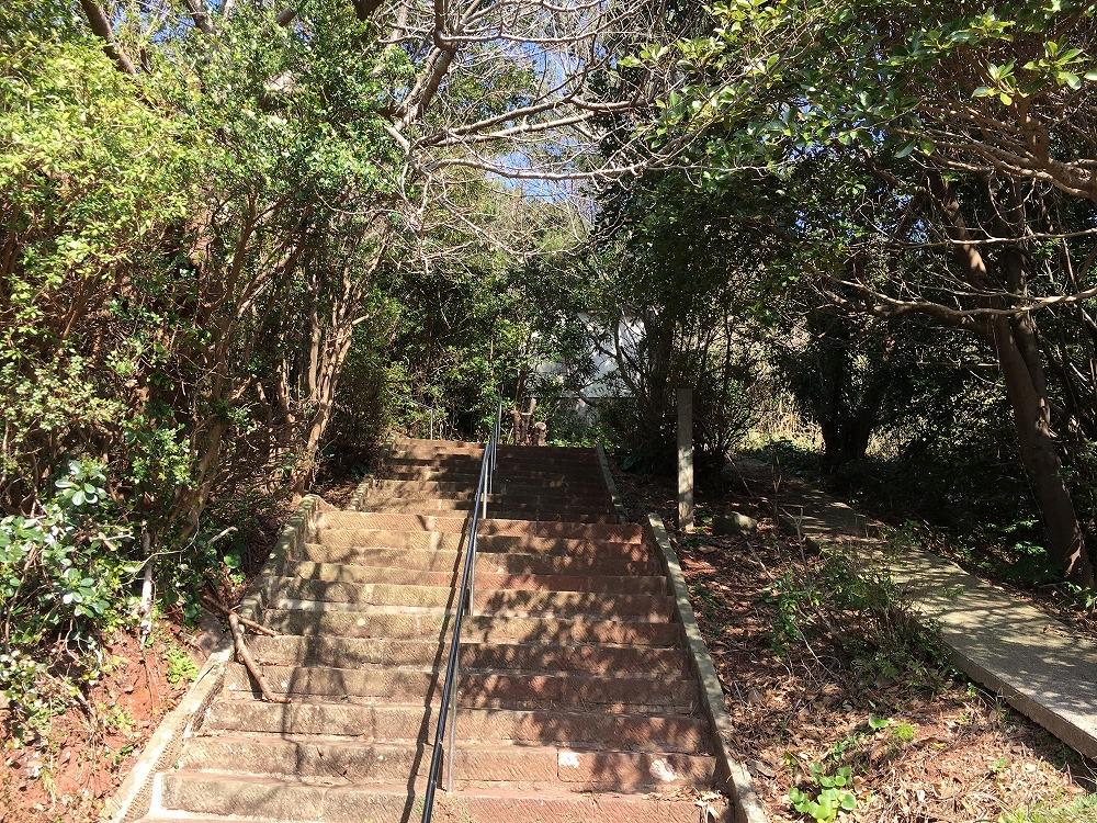池島神社への階段