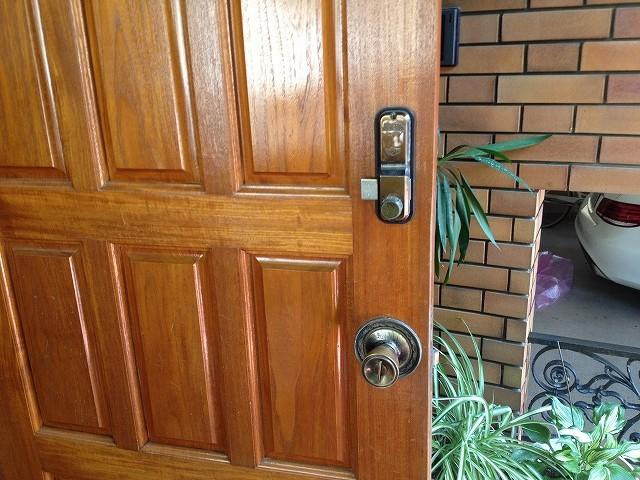 施工前のドアの室内側からの写真