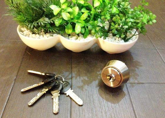 カバスターネオのシリンダーと鍵の写真
