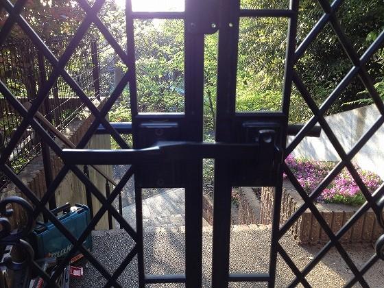 修繕後レバーが軽くなった門扉