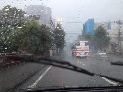 雨の中車の鍵開けに