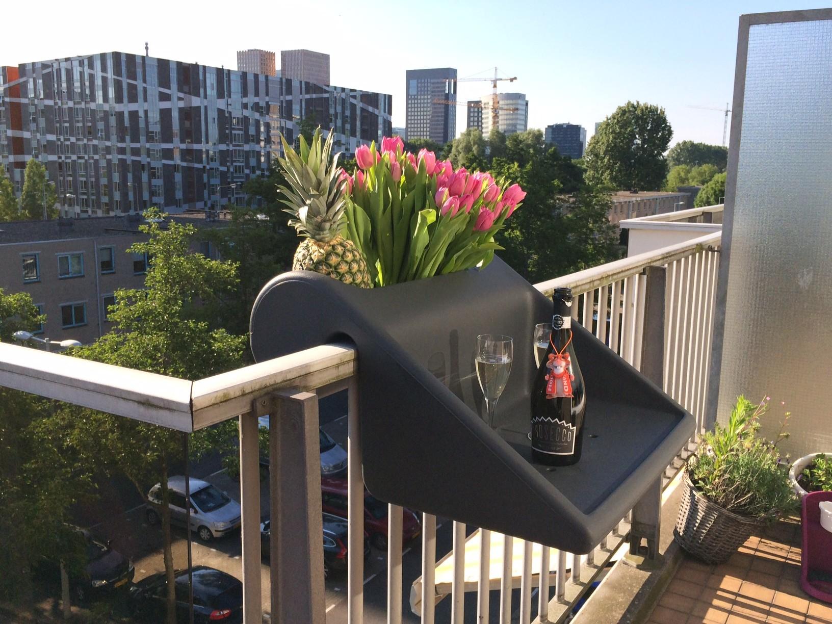 balkonzept gel ndertisch f r den kleinen balkon der design balkon the design balcony. Black Bedroom Furniture Sets. Home Design Ideas