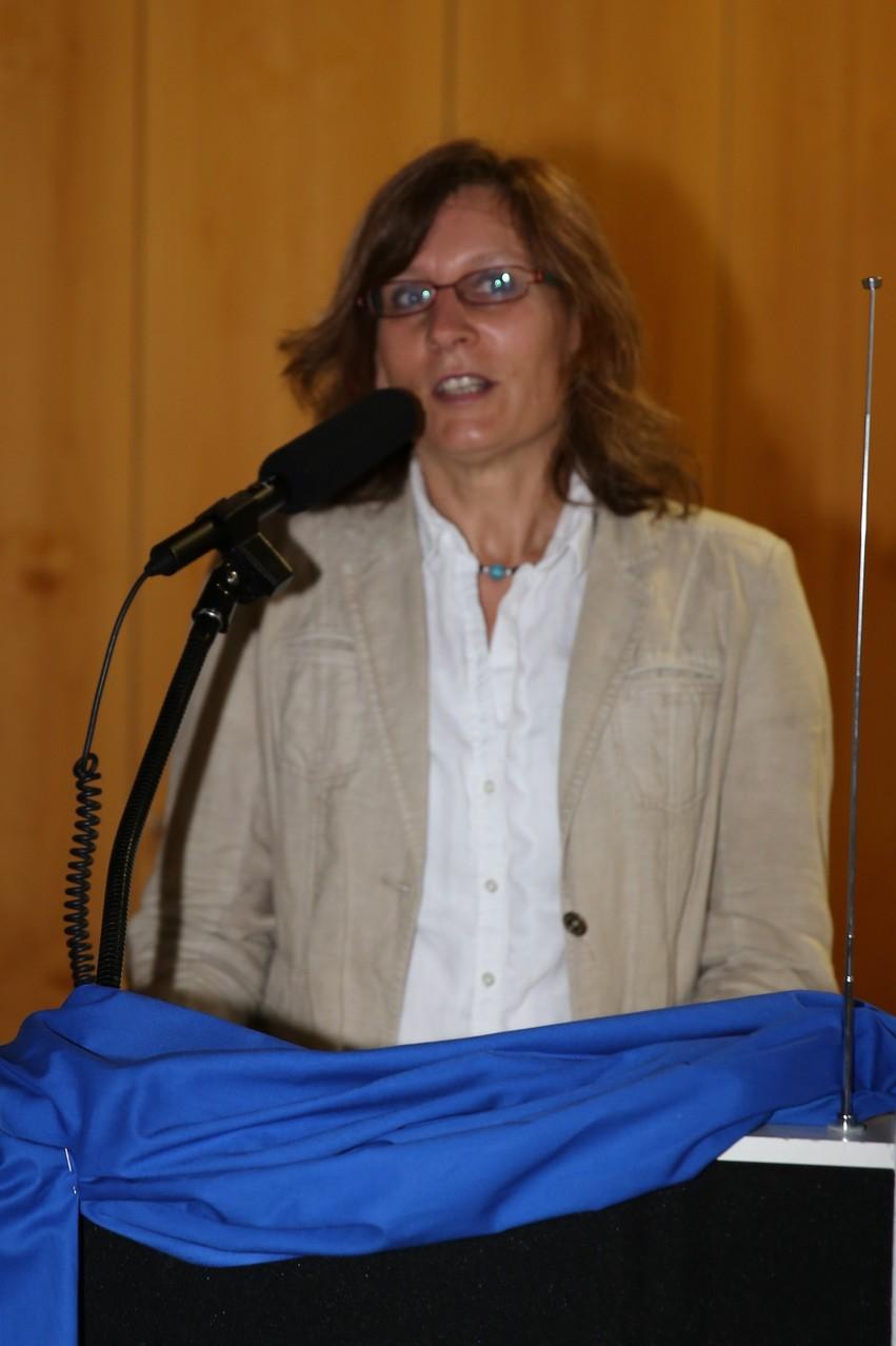 """Frau Dr. Pretzl bei der Vorstellung """"Wie diese Chronik und Ausstellung zu verstehen ist"""""""