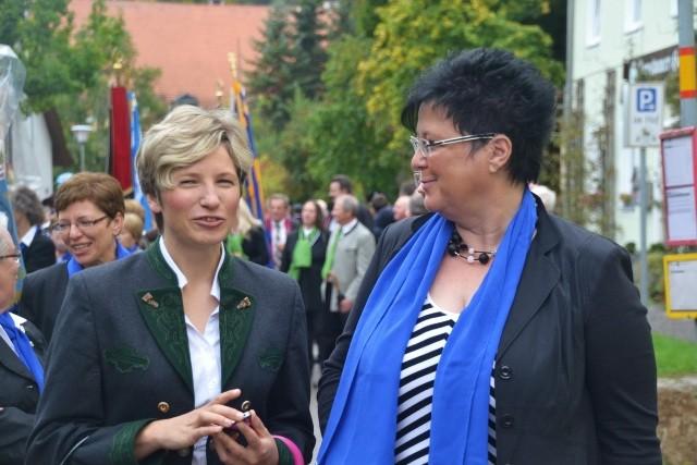 Stellv. Bundesvorsitzende Frau Dr. Zinkl und Diözesanvorsitzende Frau Schlecht