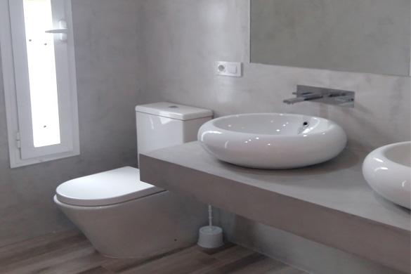 reforma en cuarto de baño, aplicación de micorcemento