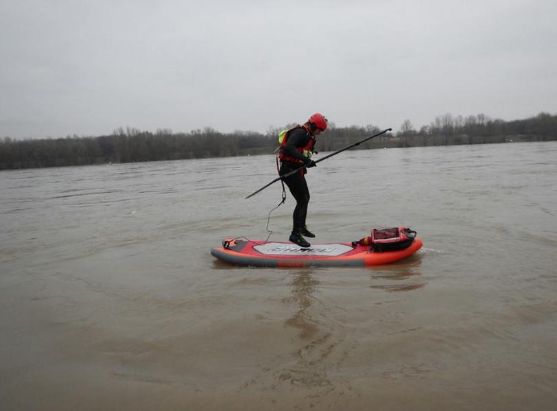 Alice Ruf war am 7. Jänner auf der Donau Paddeln und das im korrekten Anzug!