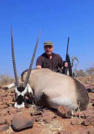 Roland konnte an seinem letzten Morgen noch diese starke Oryxkuh zur Strecke bringen.