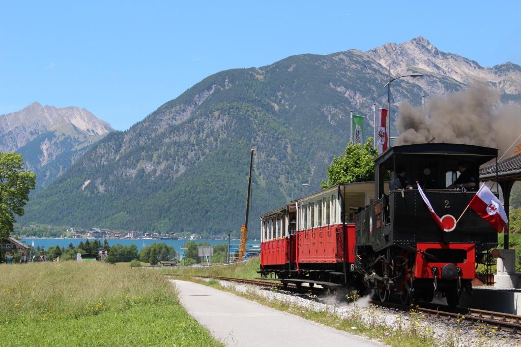 historische Dampflok auf dem Weg nach Jenbach