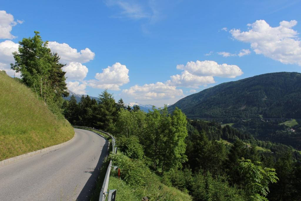 Hinten rechts die Brennerautobahn