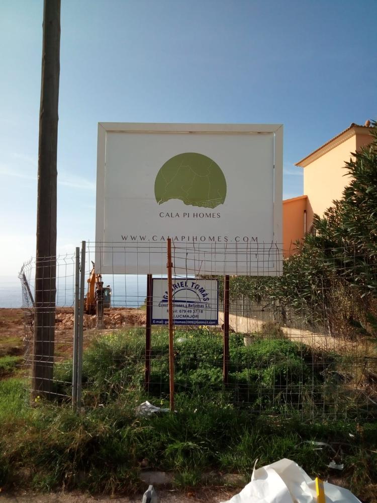 Auf einem Baugrundstück in erster Meereslinie in Südlage entsteht eine Luxus Villa auf Mallorca