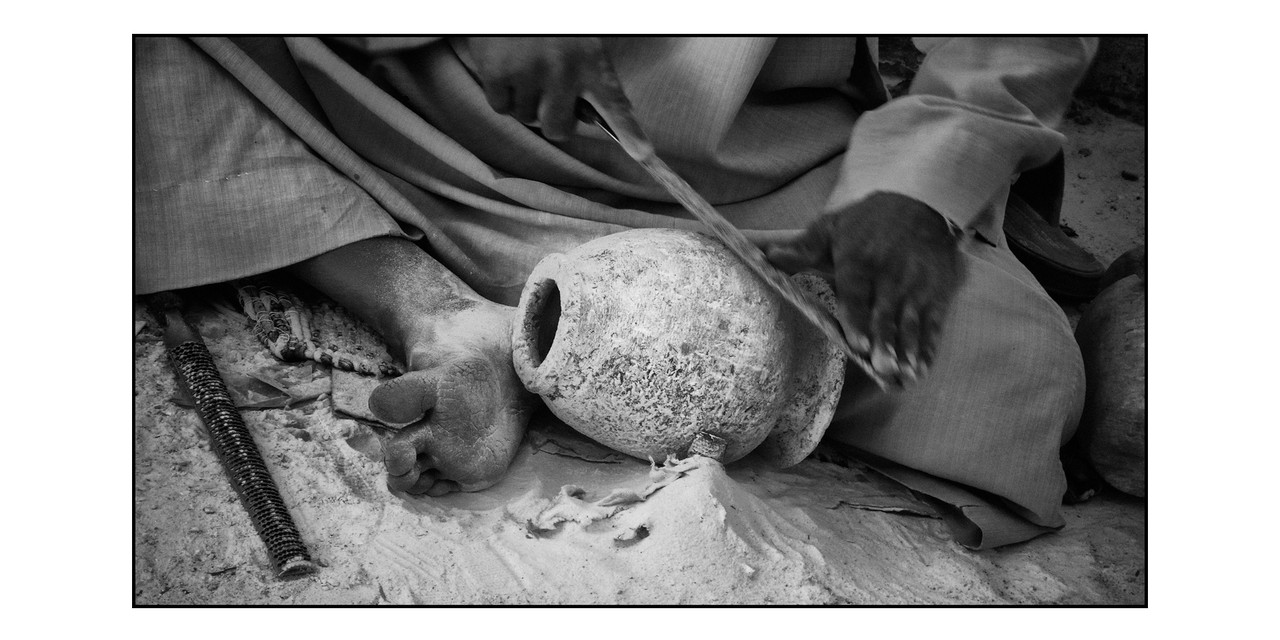 Shaping the alabaster, Egypt © O.B.S.