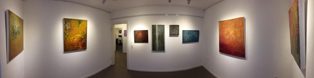 Raum 2 mit Werken von Bärbel Ertl-Beddig, selbst erstellte Ölfarben und reine Pigmente auf Holz oder Canvas in vielen Schichten auf- und zum Teil wiederabgetragen (c) tOG-Düsseldorf