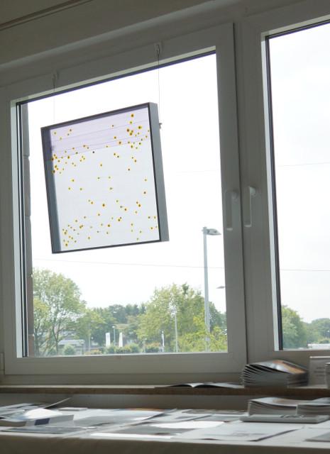 """""""DAS LICHT AUF DEM WASSER"""" besondere Glasarbeiten (am Fenster hängend) des koreaners Daekwan Kim"""