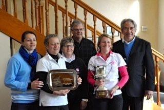 L'équipe de Chalon-sur-Saône vainqueur en 1ère division avec François BOURRELLIER (à droite) président du Comité de l'Yonne de Golf