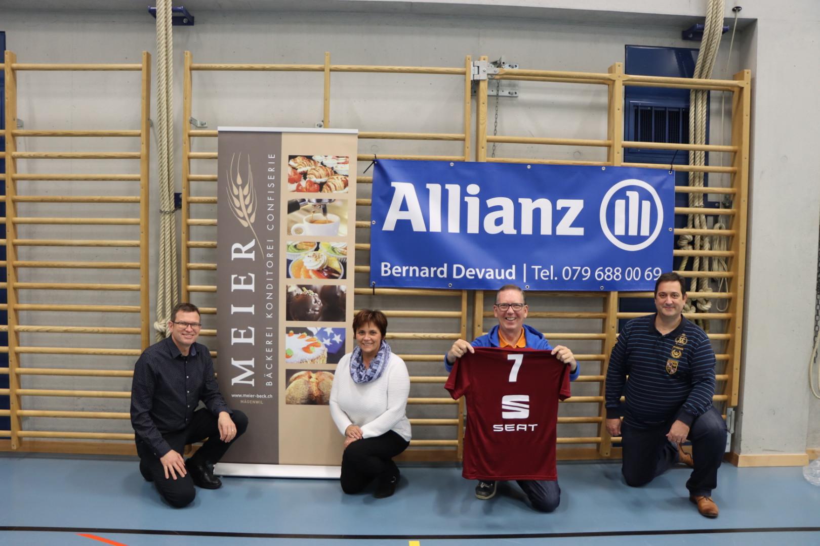 Volleyballern neu eingekleidet, mit Dank an Meier Bäckerei, Allianz und Seat