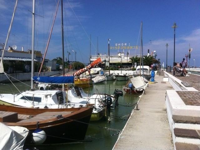 """Der Hafen von Riccione: Inspiration zur Kurzgeschichte """"Die MeErkenntnis"""""""