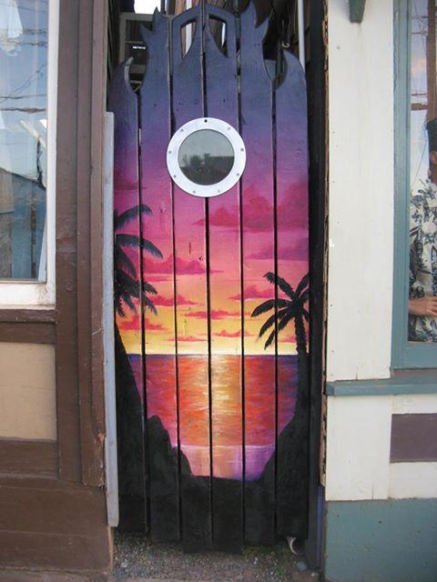 Hawaiihemd Design auf einer Tür