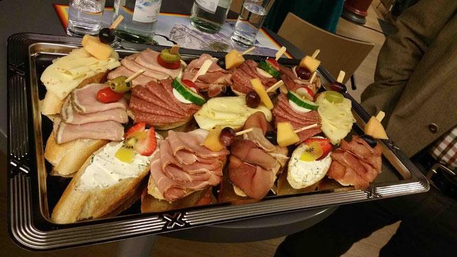 In der Pause gab es leckere Sandwiches. Ein Lob dem Bürgermeister von Dorfen.