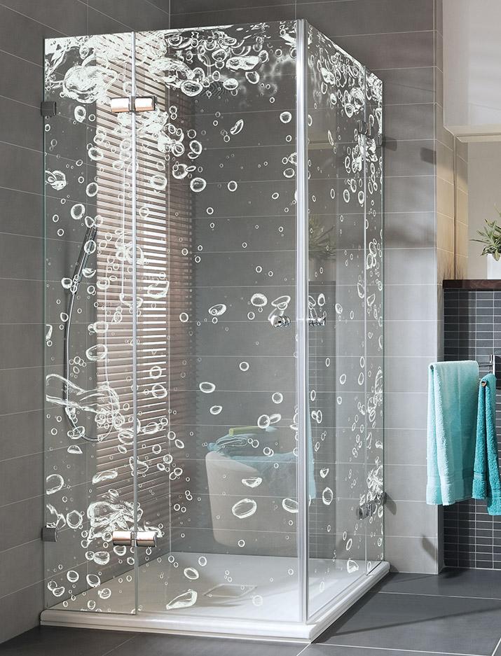 Duschabtrennung aus Glas mit gelaserten Motiv