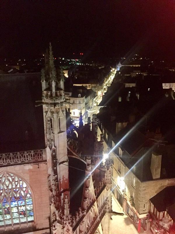 La grande rue, vers l'église St Léonard