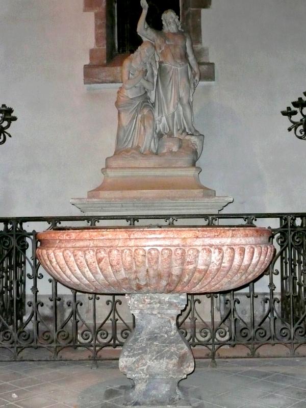 Baptistère de l'église de Montsort sur lequel furent baptisés les trois enfants DENIS
