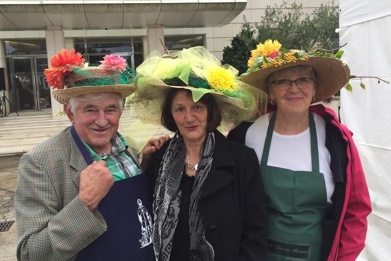 Des membres de l'Amicale de St Fiacre coiffés de leur plus beau chapeau