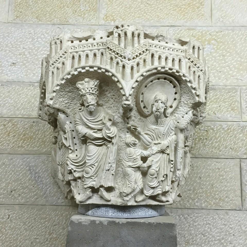 un chapiteau admirablement conservé qui était destiné à la basilique croisée de l'Annonciation de Nazareth