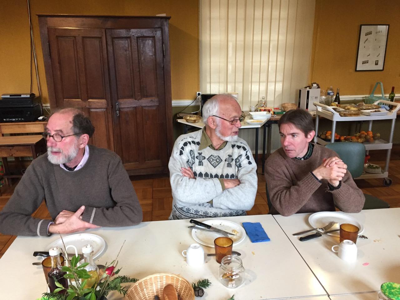 René Louvel, avant de repartir au Chili, conta quelques anecdotes à Thierry Lepecq, aumônier au CPO