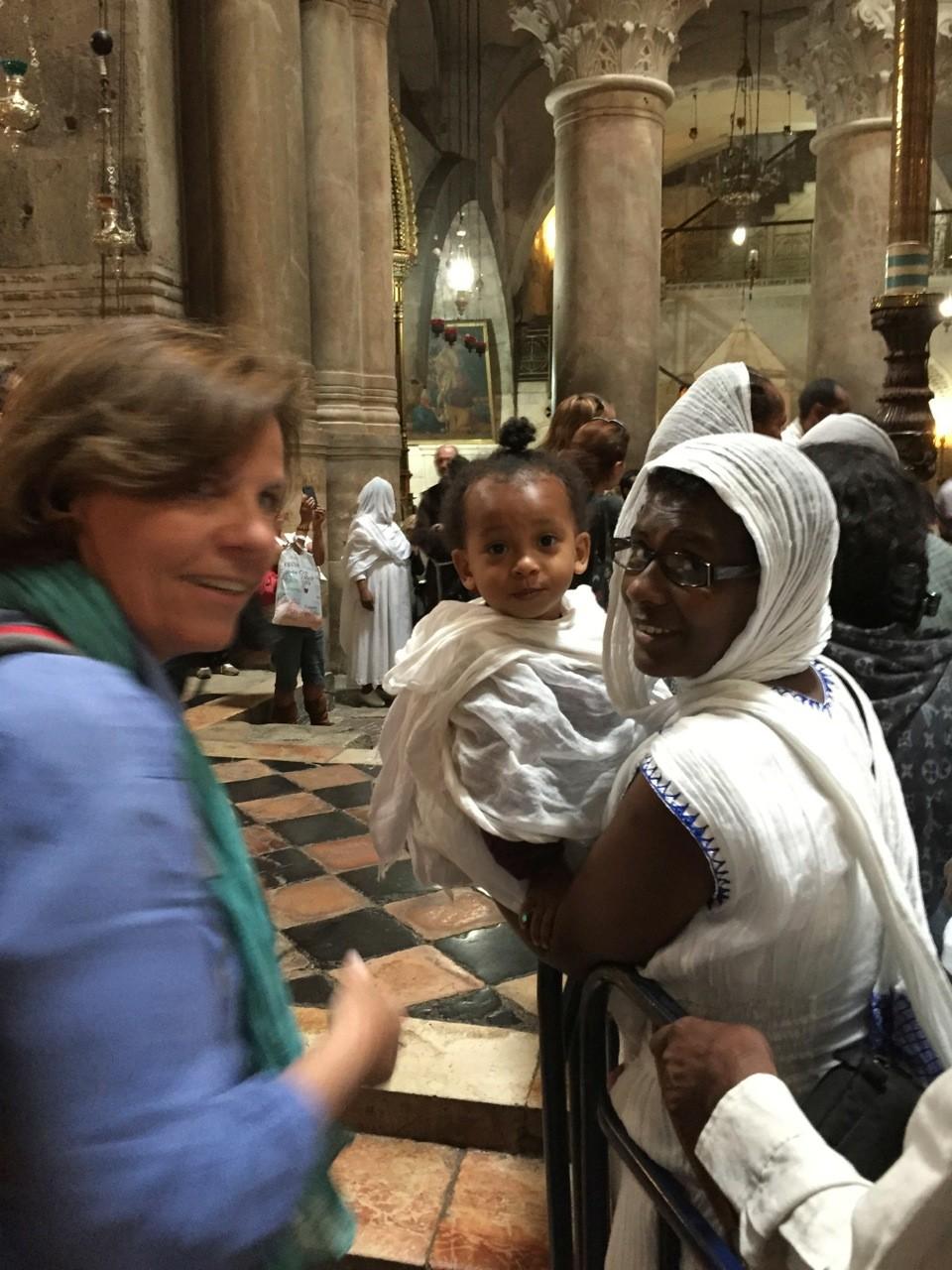 Au Saint Sépulcre de Jérusalem, rencontre avec des femmes éthiopiennes (et leur bébé)