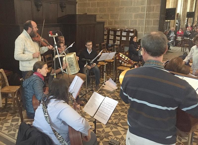 Les instrumentistes et choristes ont fait merveille pour soutenir la prière