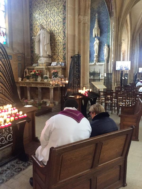 8 prêtres ont confessé sans interruption…