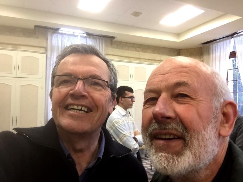 On sacrifie à la mode des « selfies » (P. Loïc et P. Paul, missionnaire des campagnes)