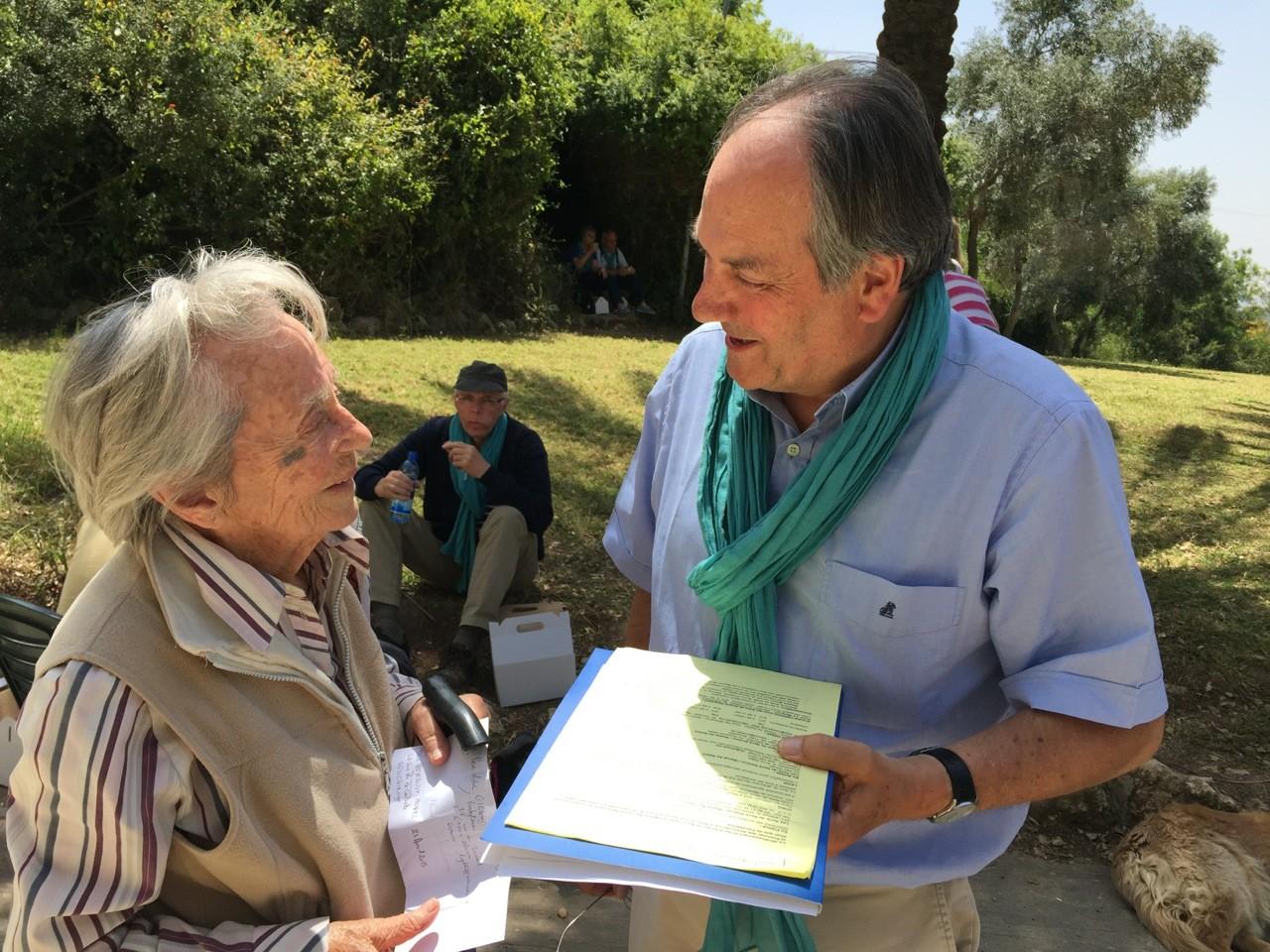 """Une autre rencontre : Anne Le Meignen fondatrice de """"Neve Shalom"""" où cohabitent ensemble des Arabes, juifs et chrétiens (ici avec Eric Hénault Morel, frère de Thierry)"""