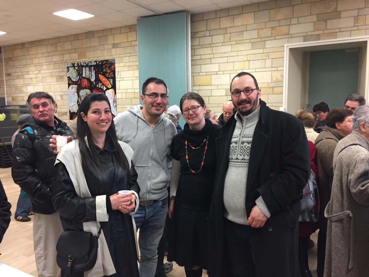 Les syriens se retrouvent, ici avec François Xavier et Marie-Edith Enderlé, nouveaux arrivés sur la paroisse, en septembre. François Xavier s'occupe (avec d'autres) des servants d'autel