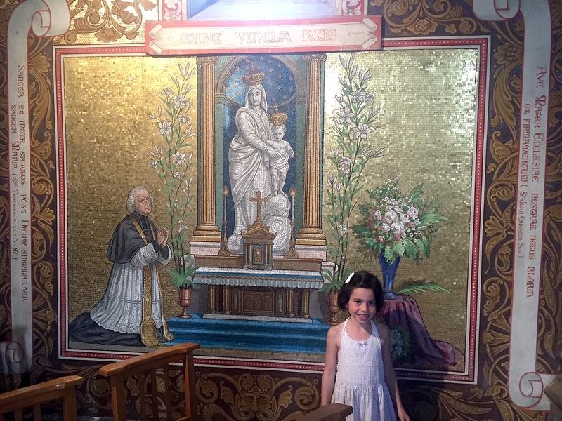 ... où Rose pose devant l'abbé Desgenettes et ND des Victoires