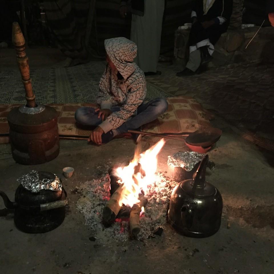 La première nuit quelque part dans le désert, dans un campement bédouin...