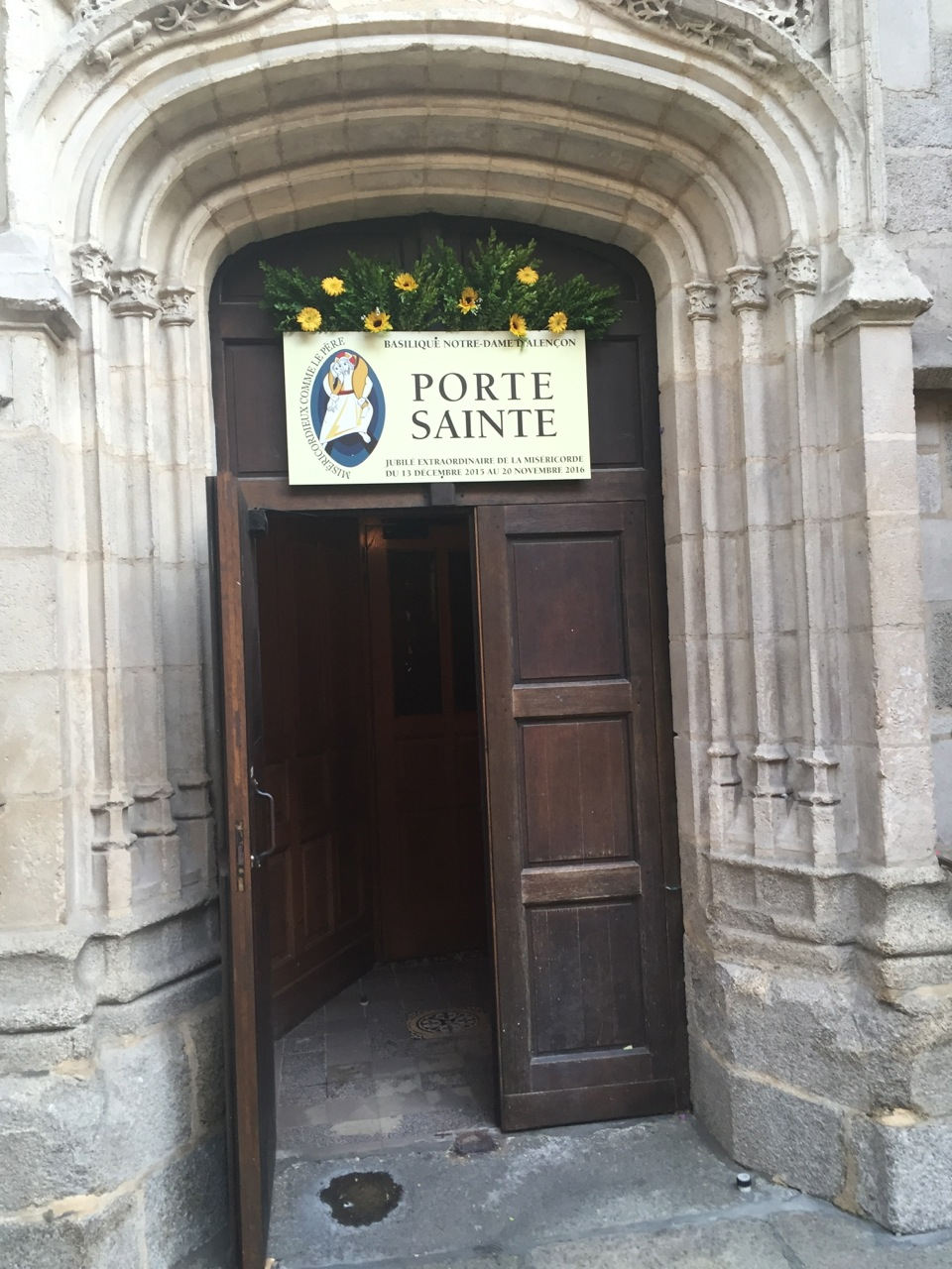 Le but de ce pèlerinage : le franchissement de la Porte Sainte à la basilique